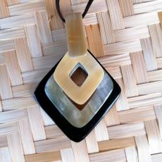 Three-part horn pendant, diamond shape