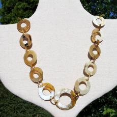 Modische Halskette aus Horn