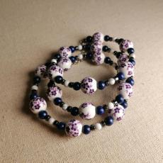 Lila Porzellanblumen Spiralarmband