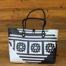 Precious handbag with invertible pattern
