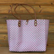 Komfortable Handtasche aus langlebigen Kunststoffbändern