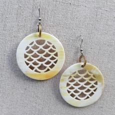 Round horn earrings with fish scale pattern