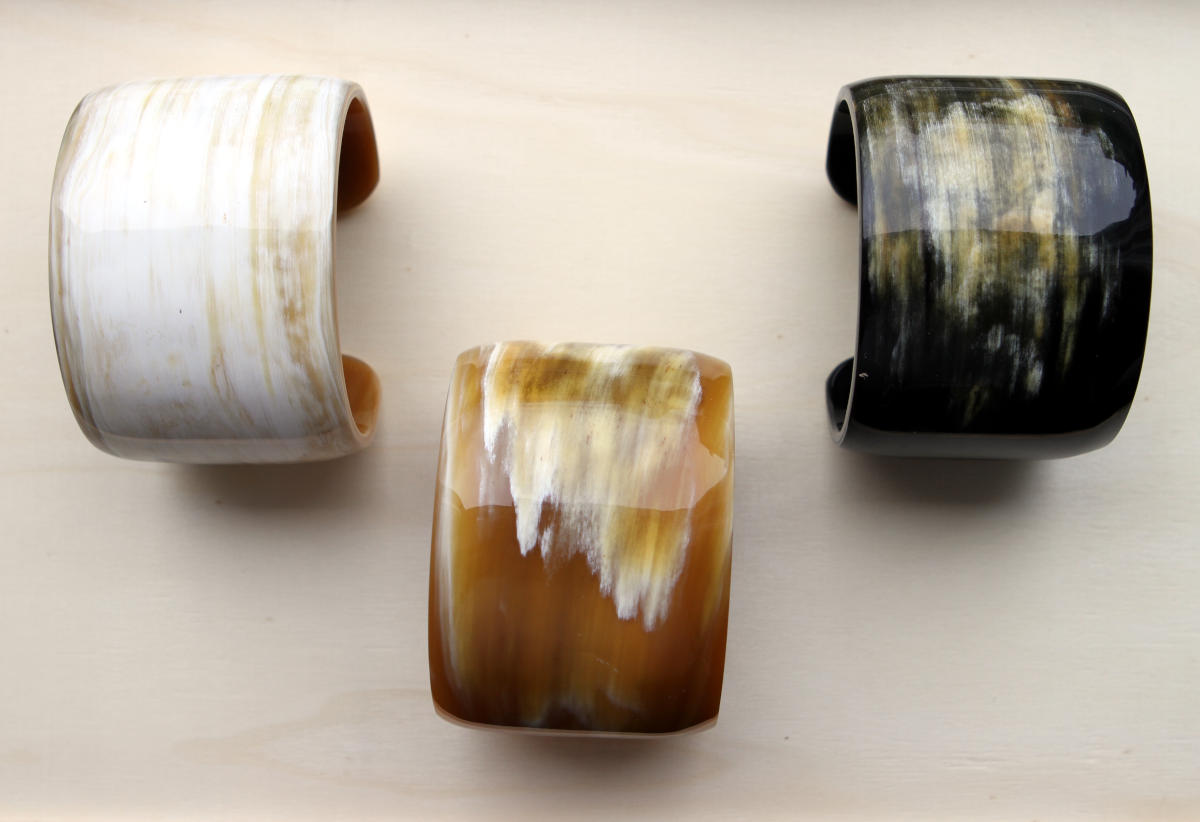 Wunderschöne Armreifen aus natürlichem Horn in den Farben Weiß, Braun und Schwarz