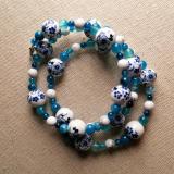 Blaue Porzellanblumen - Spiralarmband