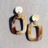 Horn earrings in O shape